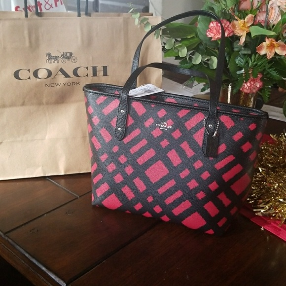 388c99f0850fe Red and Black Coach Purse
